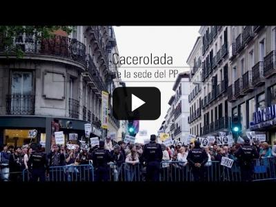 Embedded thumbnail for Video: Cacerolada ante la sede del PP