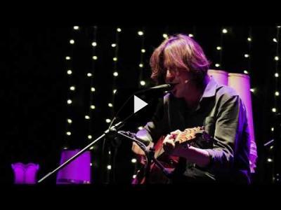 Embedded thumbnail for Video: EN CRUDO Y EN DIRECTO | Tus músicos favoritos como nunca los habías visto en Carne Cruda