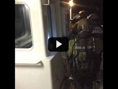 Embedded thumbnail for Video: Activistas detenidos a bordo del Rainbow Warrior en Polonia