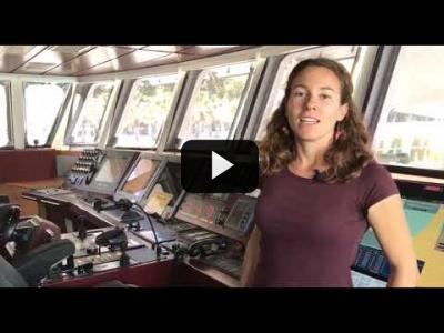 Embedded thumbnail for Video: 3 mujeres en el Rainbow Warrior, un momento único