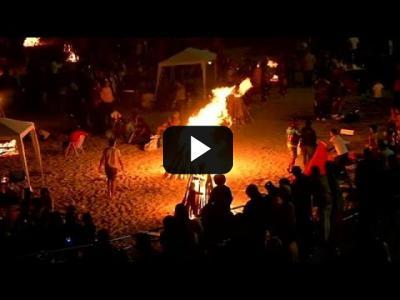 Embedded thumbnail for Video: Las hogueras iluminan la noche más corta en España